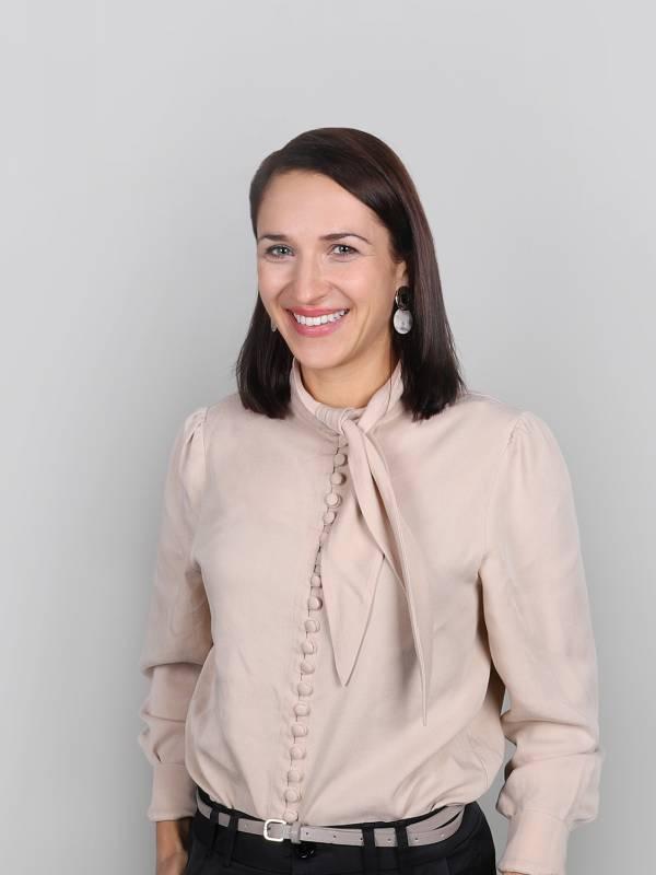 Präzise und engagiert koordiniert Angelika Eberle das Back-Office und die interne Organisation von Scheffold Immobilien.