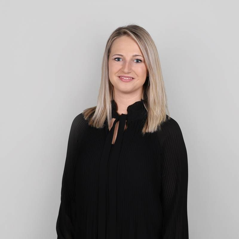 An der Schnittstelle zwischen Immobilienberatung und Vermietung & Back-Office koordiniert Stefanie Socher alle Angelegenheit rund um Immobilien Scheffold und verliert dabei nie den Überblick.